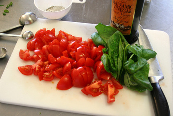 Roasted_tomato_basil_vinaigrette_in