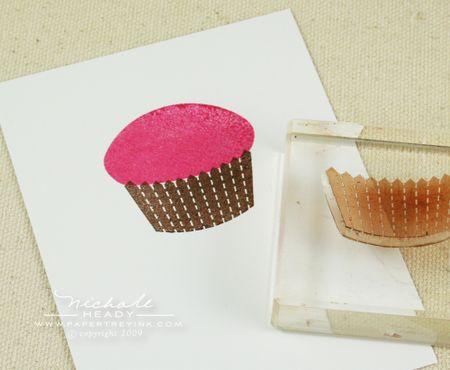 Stamping cupcake bottom