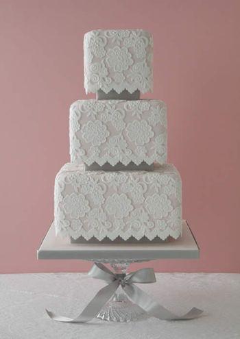 Pinkvintagelaceweddingcake