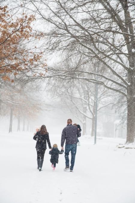 Family-in-snow
